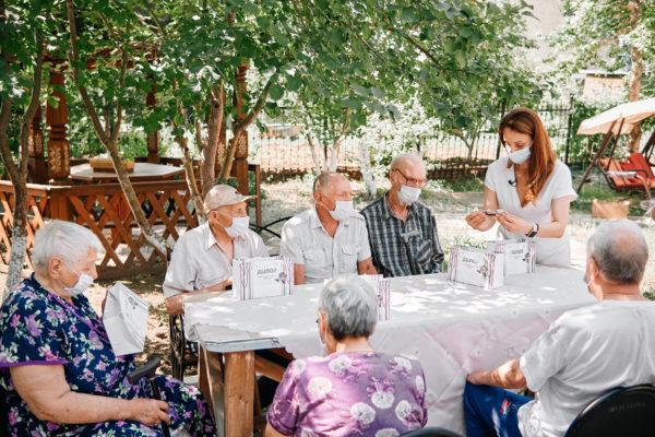 Доброе дело № 4: Вручение очков пожилым людям